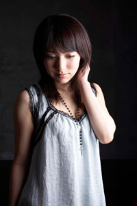 ファッションモデルの石原あつ美さん